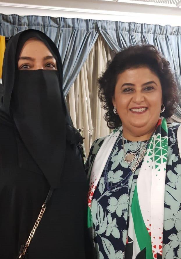 مع الشيخة هالة الصباح في إحدى معارض الكويت